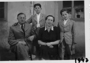 Familia Nussbaum, deportată la Auschwitz în 1944. Sursa foto: Științe Politice Cluj